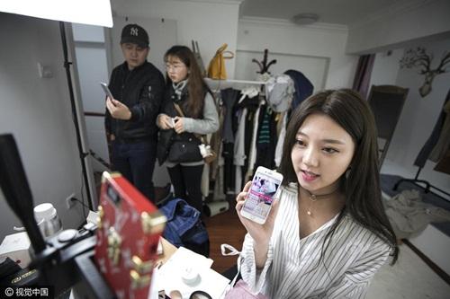 Cô gái TQ làm việc nhiều người kì thị kiếm được 35 triệu/tháng
