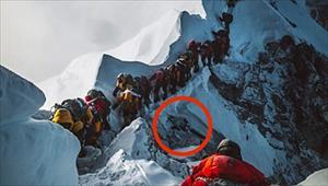Tắc đường trên… đỉnh Everest