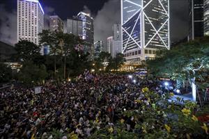 Sinh viên Hong Kong biểu tình trong đêm, kêu gọi Mỹ, Anh ủng hộ