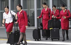 Nữ tiếp viên hàng không đòi mặc quần thay vì váy đồng phục