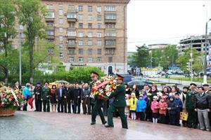Tin ảnh: Dâng hoa tưởng nhớ Chủ tịch Hồ Chí Minh nhân kỷ niệm tròn 125 năm Ngày sinh của Người