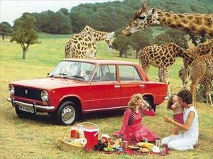 [ẢNH] Thú vị những quảng cáo xe hơi với người mẫu nữ thời Liên Xô