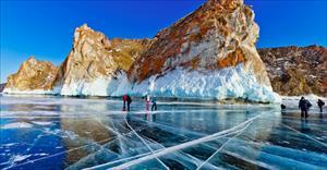 Ảnh: Ngắm vẻ đẹp trong suốt của hồ Baikal trong mùa đông
