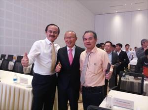 Vừa vô địch AFF Cup, thầy Park hội ngộ bầu Đức tại Quảng Nam