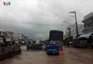Khánh Hòa: Lũ cuốn sạt lở nhiều nơi, Nha Trang ngập trong biển nước