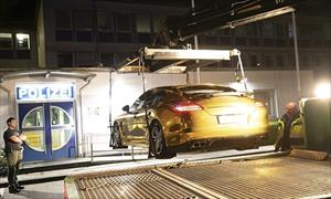 Xe mạ vàng bị tịch thu ở Đức vì gây chói mắt
