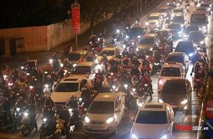 Hà Nội: Tắc đường kinh hoàng trước ngày tiễn ông Công ông Táo chầu trời