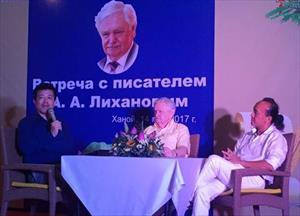Giao lưu giữa nhà văn Nga Albert Likhanov và các cựu du học sinh VN