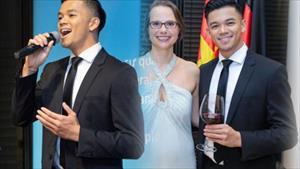 Nam ca sĩ Việt khiến khán giả trầm trồ khi được Tổng thống Đức tặng quà đặc biệt là ai?