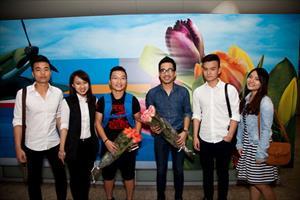 Tổng Đạo diễn Nguyễn Anh Dũng và nhà thiết kế sân khấu Hoàng Công Cường đã đến Matxcơva