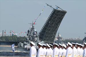 Kỷ niệm Ngày Hải quân Nga: Tàu chiến rầm rộ kéo về St. Petersburg