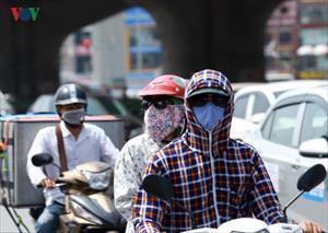 Ảnh: Cách người Hà Nội chống chọi với cái nắng 40 độ