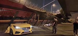 Sập cầu cạn, ba ôtô bị nghiền nát