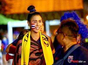 Nữ CĐV Thái Lan xinh như thiên thần