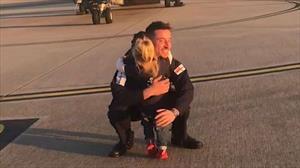 Tan chảy khoảnh khắc đoàn tụ của quân nhân và cô con gái 2 tuổi