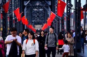 """Ảnh: Du khách Trung Quốc """"hiếu kỳ"""" đổ xô đi ngắm Triều Tiên đổi thay"""