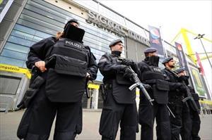 Lính bắn tỉa, máy bay trực thăng bảo vệ MU trước trận gặp Anderlecht