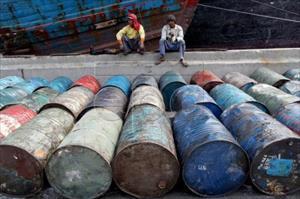 Giá dầu thế giới tăng nhờ đồng USD yếu