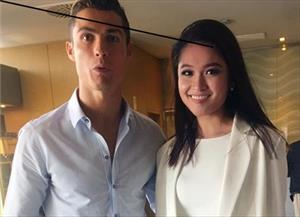 Sự thật về bức ảnh Á hậu Thùy Dung chụp cùng Ronaldo tại Việt Nam
