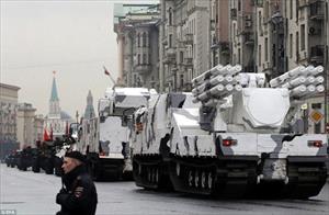 """Ảnh dàn vũ khí """"khủng"""" tấp nập tiến vào Moscow, St Petersburg"""