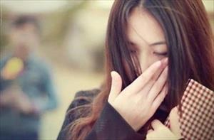 Vợ trẻ nước mắt chứa chan khi bị chồng bắt quả tang cặp bồ