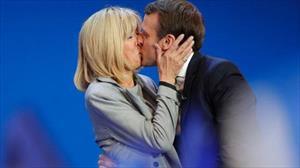 """Tân Tổng thống Pháp và mối tình """"cô trò"""" như phim với vợ hơn 24 tuổi"""