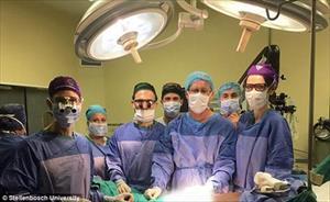 Phẫu thuật thành công cho người đàn ông 17 năm không có