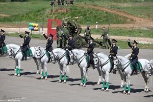 Đẹp mê hồn đội Nữ Kỵ binh Bạch Mã Nga