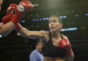 Trận đấu lịch sử giữa nữ huyền thoại boxing và nhà vô địch Muay Thái