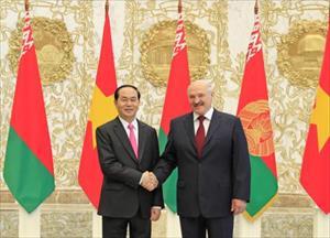 Chủ tịch nước thăm nhà sản xuất quốc phòng Belarus