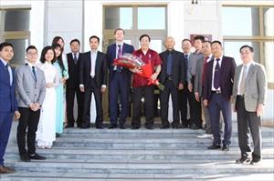Đại sứ Nguyễn Thanh Sơn thăm và làm việc tại tỉnh Svetlốp