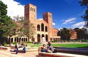 Học phí đại học tại Mỹ đã tăng 400% trong 30 năm