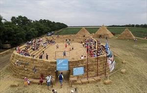 """SVĐ """"hoành tráng"""" được xây bởi nông dân Nga"""