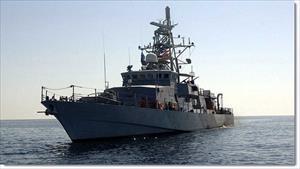 Lờ thông báo, tàu Iran nhận cảnh báo sắc lạnh từ tàu hải quân Mỹ