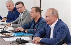 Putin và Medvedev họp bàn hỗ trợ tài chính cho Crimea