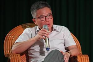 GS.Ngô Bảo Châu trả lời sinh viên chuyện 12/13 thí sinh đăng quang Olympia không về nước
