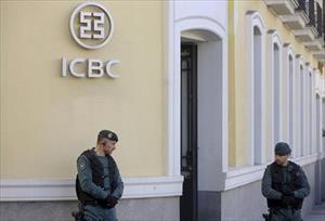 Tây Ban Nha cáo buộc ngân hàng Trung Quốc