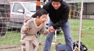 """Điều gì khiến con trai diễn viên Quốc Tuấn vẫn hạnh phúc suốt 15 năm """"địa ngục""""?"""