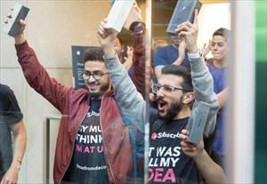 iPhone 8/iPhone 8 Plus chính thức bán ra: nụ cười trên gương mặt người mua