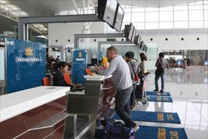 Giá vé máy bay có tăng theo phí dịch vụ hàng không?