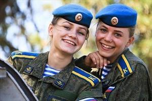Ngẩn ngơ ngắm nữ học viên Nga xinh đẹp trên thao trường