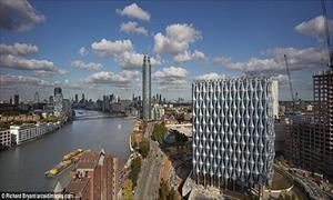 Đột nhập tòa Đại sứ quán Mỹ đắt nhất thế giới ở Anh