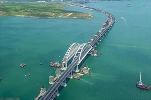 Hình ảnh về cây cầu vĩ đại Kerch nối Crimea với lục địa Nga