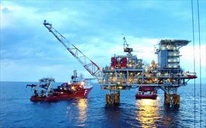 Giá dầu lên 80 USD sau gần 4 năm: Cẩn trọng với nguy cơ lạm phát