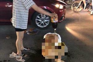 Đơn của nạn nhân bị lột quần áo, đổ ớt bột lên người tiết lộ thủ phạm