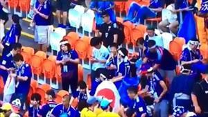 """Cổ động viên Nhật nhặt rác sau trận đấu với Colombia ở World Cup, MXH """"phát sốt"""""""