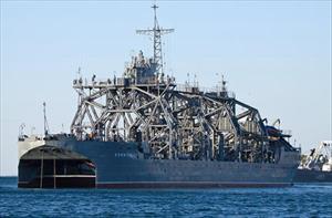 """Khâm phục tàu chiến trăm tuổi có thể """"cứu sống"""" tàu ngầm Kilo"""