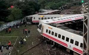 Tàu hỏa du lịch trật bánh ở Đài Loan: ít nhất 17 người chết, 126 người bị thương