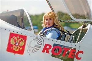 Chuyện đời, chuyện nghiệp của nữ phi công bay trình diễn giỏi nhất thế giới