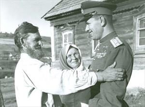 """Những người cha người chồng yêu thương: Tướng lĩnh Liên Xô trong các bức ảnh """"tại gia"""""""